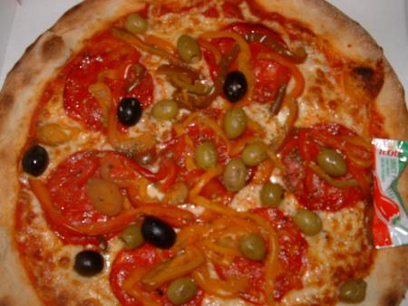 Dour - Pizza Milanese (olives à la place des anchois) chez La Piazetta
